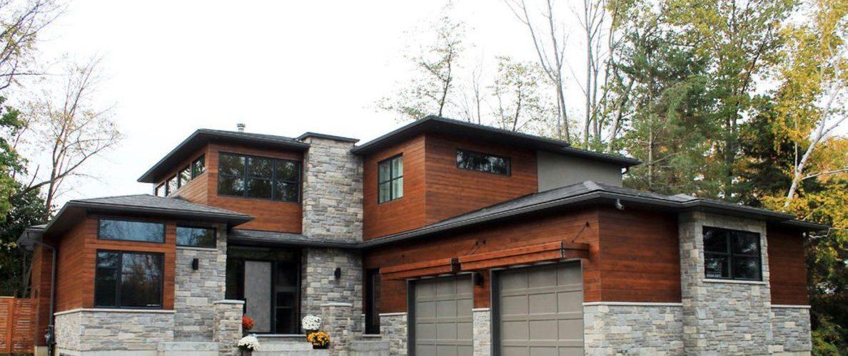 Утепление и комбинированная отделка фасада камнем и деревом
